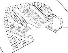 Ausschnitt der Verzierung im Bereich des Vorderfußes bei einem Fund aus Konstanz (13. Jhd.). Jeweils 3 aus 4 Viertelkreisförmigen Formen bestehende Durchbrüche entlang des Vordefußes, eingefaßt von Linien aus kleinen Löchern. Die Öffnungen am erhaltenen Schaftrand lassen vermuten das hier ein Band (ggf. farbig) durchgezogen wurde. Quelle: Schnack, Christiane: Materialhefte zur Archäologie in Baden-Württemberg. Bd. 26: Mittelalterliche Lederfunde aus Konstanz: Grabung Fischmarkt . Stuttgart