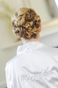 Elegant pinned up do - Ideal for brides with short hair