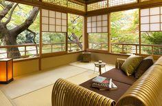 Tsuki Room of Hoshinoya Kyoto, Kyoto Hotel, Riverside Retreat, Japan Japanese Architecture, Interior Architecture, Interior And Exterior, Interior Design, Japanese Interior, Japanese Design, Traditional Japanese House, Japanese Homes, Japanese Living Rooms