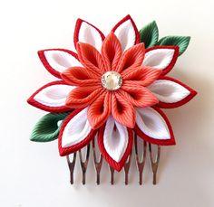 Peine del pelo de flores de tela Kanzashi. Peine del pelo rojo