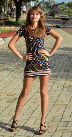 Pantyhose Fashion, Pantyhose Outfits, Nylons, Girls Short Dresses, Girls In Mini Skirts, Young Girl Fashion, Tween Fashion, Girly Girl Outfits, Cute Outfits