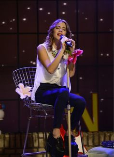 Tini cantando en THE U-MIX SHOW en DISNEY CHANNEL!!