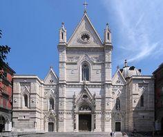 Scopri le meraviglie del Duomo di Napoli! - http://www.campeggiovulcanosolfatara.it/it/news-eventi/blog-campeggio-napoli/304-scopri-le-meraviglie-del-duomo.html