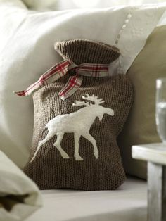 I absolutely love hot water bottle covers.I rely on mine on cold winter nights. Winter Cabin, Winter House, Cosy Winter, Cozy Cabin, Rustic Christmas, Christmas Home, Moose Lodge, Water Bottle Covers, Theme Noel