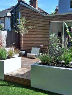 jardin moderne avec terrasse en bois