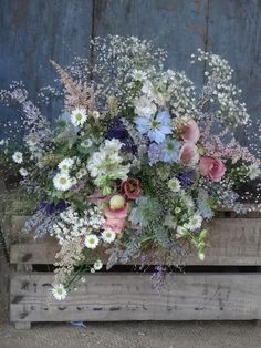 Pretty Summer, Spring, Boho or Country wedding bouquet ! So loving the hand gathered wild look