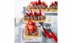 Erdbeer-Schoko-Streifen Rezepte: Lockere Biskuitteilchen mit schokoladiger Sahne und Erdbeeren - Eins von 7.000 leckeren, gelingsicheren Rezepten von Dr. Oetker!