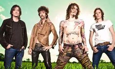 """Ge cheapest tickets for The Darkness' """"Back To The USSA"""" 2016 concert tour. Find dates and venues for The Darkness' upcoming concerts - Tickets at TicketHub. The Darkness Band, Rock Music, New Music, Upcoming Concerts, Music Machine, American Tours, Concert Tickets, Foo Fighters, Music Film"""
