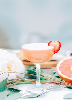 7 Delicious Egg-White Cocktails for Chic Weekend Hangs via @MyDomaine