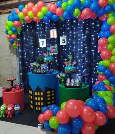 60 ideas to give a festa incrível to six kids - Birthday FM : Home of Birtday Inspirations, Wishes, DIY, Music & Ideas Balloon Decorations, Birthday Decorations, Pj Masks Balloons, Pj Max, Decor Eventos, Pj Masks Birthday Cake, Festa Pj Masks, Trunk Or Treat, Mask Party