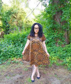 Tutorial - Turn a tunic into a dress. Closet Case patterns Ebony Tee - by Miss Crayola Creepy - for Britex Fabrics Scuba Fabric, Just Dream, Tee Dress, Clothing Patterns, My Wardrobe, Creepy, Copycat, Short Sleeve Dresses, Tunic
