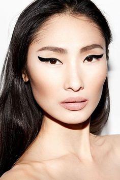 Because some days you just want black liner and a nude lip. Body Makeup, Eye Makeup Tips, Makeup Trends, Makeup Inspo, Makeup Inspiration, Beauty Makeup, Eyeliner Designs, Eyeliner Ideas, Asian Makeup Tutorials
