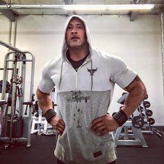 365.1 тыс. отметок «Нравится», 2,002 комментариев — @therock в Instagram: «Good 5am'er this morning. Grateful for the sweat equity... 'cause that big bad wolf is always…»