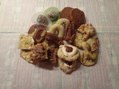 nougatstangerl, nussecken, mürbteigkekse, rumkugeln, nussmakronen, orangenkipferl, florentiner, karamell cookies, schwarz-weiß gebäck und sc...
