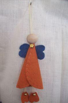 Little Felt Angel - wood head Angel Crafts, Felt Crafts, Fabric Crafts, Christmas Crafts, Christmas Ornaments, Christmas Fair Ideas, Christmas Diy, Felt Angel, Crafts For Kids