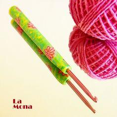 """Háček s """"kouzelnou"""" ručkou - """"P+E"""" - vel. Everyday Items, Household, Gadgets, Crochet, Gifts, Products, Fimo, Presents, Ganchillo"""