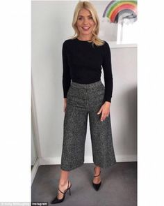 New womens dress pants outfits winter office wear ideas Holly Willoughby Outfits, Holly Willoughby Style, Smart Casual Outfit, Smart Casual Women Office, Smart Casual Women Dress, Stylish Office, Casual Office, Office Chic, Casual Wear