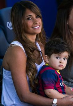 Lionel Messi's gf, Antonella with their son Thiago Messi Messi And His Wife, Lionel Messi Wife, Soccer Fans, Football Players, Messi Pictures, Messi Photos, Football Wags, Cr7 Junior, Footballers Wives