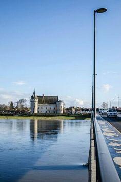 De l'autre côté du pont...  Château de Sully sur Loire
