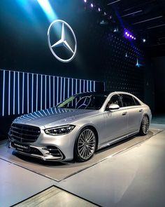 Mercedes Benz Maybach, Mercedes Benz Cars, Range Rover Sport Black, Civic Car, Mercedes S Class, Car Wallpapers, Beautiful S, Luxury Cars, Cool Cars
