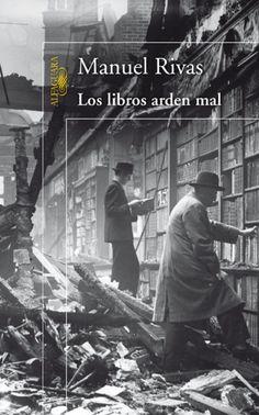 Los libros arden mal, la novela más ambiciosa de Manuel Rivas, tiene como principal escenario La Coruña, un puerto desde donde van y vienen gentes de todas las culturas e ideologías, con las que el autor arma una verdadera novela de novelas. Las historias y vidas de distintos personajes se entrecruzan a lo largo de más de un siglo hasta nuestros días. Un hilo de suspense recorre a modo de thriller todo el libro, que arranca con el levantamiento militar del 18 de julio de 1936.