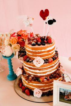 Topo de bolo, dois passarinhos e um coração no meio