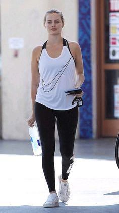 Margot Robbie workout clothes