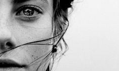 Οι ευαίσθητοι άνθρωποι είναι άγγελοι με σπασμένα φτερά που πετούν όταν αγαπηθούν - Αφύπνιση Συνείδησης