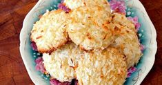 Chewy Coconut Cookies - Ingredients 1 cups flour teaspoon baking soda teaspoon salt cup butter cup brown sugar cup white sugar 1 egg teaspoon vanilla 1 cups coconut Directions Preheat oven to In a separate bowl, mix together flour, baking soda, salt … Silicone Baking Sheet, Coconut Cookies, Baking Cookies, Coconut Flour, Cookie Recipes, Yummy Food, Favorite Recipes, Treats, Cooking