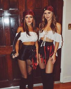 The Hottest Halloween Costume Ideas for 2018 .- Die heißesten Halloween-Kostüm-Ideen für 2018 # The hottest Halloween costume ideas for 2018 # … # - Pirate Halloween Costumes, Halloween Inspo, Halloween 2018, Diy Pirate Costume For Women, Sexy Pirate Costume, Halloween College, Gypsy Costume, Halloween Outfits For Women, Group Halloween