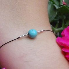 Bracelet turquoise / fil de jade noir reglable / perle turquoise ronde / perles…
