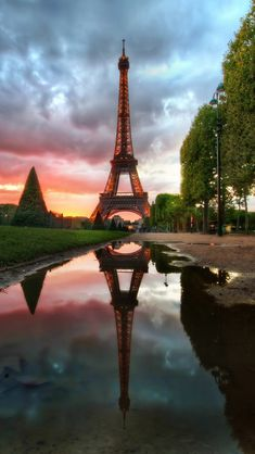 Eiffel Tower Reflection #iPhone #5s #Wallpaper   http://www.ilikewallpaper.net/iphone-5-wallpaper/, Enter to get more what you like .