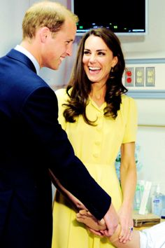 Prince William and Catherine share a laugh before they are shown how to save the life of a medical test mannequin at the University of Calgary, 8 July 2011 Prince William Kids, Kate Middleton Prince William, Prince William And Catherine, William Kate, King William, Princess Kate, Princess Charlotte, Queen Kate, Duke And Duchess