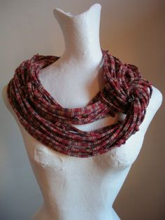 This infinity loop scarf is so edgy-cool!