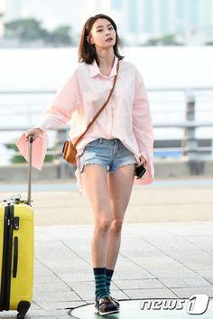 HELLO VENUS' Nara sports bellflower sleeves with flair at the airport! | Koogle TV