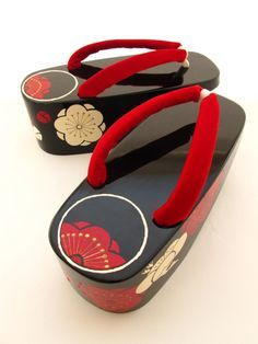 4cdecd6a362 ぽっくり(Pokkuri) geta shoes are wooden sandals worn by maiko (apprentice geisha ).