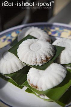 ieatishootipost blogs Singapore's best food: Tan's Tutu Coconut Cakes: Kueh Tutu is a Uniquely Singaporean Dish!