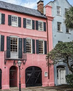 southern charm - colorful facades in Charleston - photography by @zioandsons