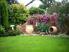 Die Natursteinmauer bringt mediterranes Flair in den Garten!