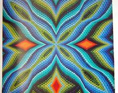 Artículos similares a Bargello bordado, mano bordados decorativos almohada, océanos cojín, Mónaco Aqua azul del amortiguador y el emparejar almohada llano en Etsy