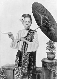 A BURMESE LADY - Bamar people - Wikipedia, the free encyclopedia. A Bamar woman in the 1920s.