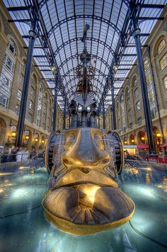 ✮ Weeping Ship - Hays Galleria, near Tower Bridge, London