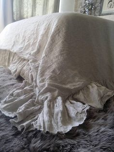 Linen ruffle duvet cover with unfinished edges
