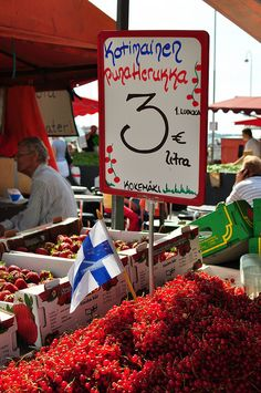 Finnish redcurrant at market sale in Helsinki