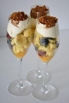 fruitsalade-met-mascarpone-1 No Cook Desserts, Mini Desserts, Healthy Desserts, Delicious Desserts, Dessert Recipes, Yummy Food, Tapas, Dutch Recipes, Sweet Recipes
