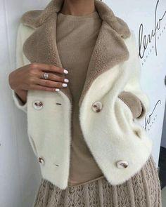 Fur Fashion, Fashion Outfits, Womens Fashion, Winter Stil, Mode Inspiration, Coat Dress, Passion For Fashion, Autumn Winter Fashion, Mantel