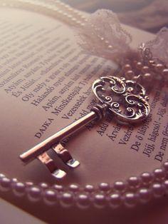 Mauve Book, Pearls and Key Under Lock And Key, Key Lock, Antique Keys, Vintage Keys, Rose Gold Aesthetic, Old Keys, Key Jewelry, Key To My Heart, Dusty Rose