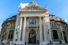 CCI Paris. Entrée monumentale, fronton et colonnes corinthiennes. J'aime quand mon travail me mène dans des lieux majestueux comme la Bourse de Commerce de Paris.