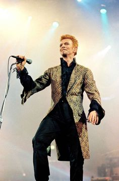 Thursday 8th January 1997: David Bowie's 50th Birthday celebration at Madison Square Garden in New York City.