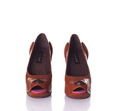 love these dogs shoes, this guy (Kobi Levi) makes the most AMAZING shoes